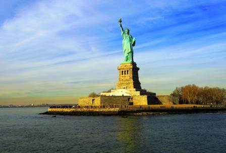美国东西海岸+圣塔莫尼卡海滩+马蹄湾+尼亚加拉大瀑布+费城+自由女神+科罗拉多大峡谷国家公园12日跟团游